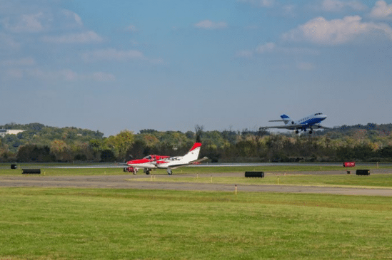 Airplanes landing at Morristown Municipal Airport
